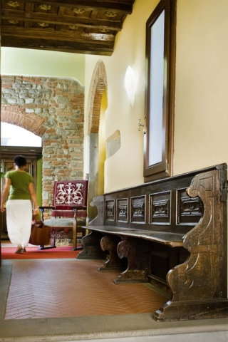 original antiques furnitures Il Guelfo Bianco Florence