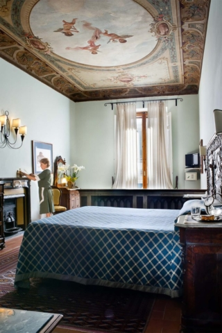 Romantic hotel room Florence Il Guelfo Bianco